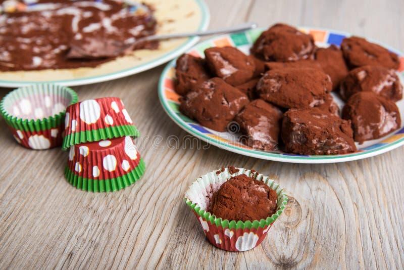 De heerlijke eigengemaakte praline van de chocoladetruffel stock fotografie