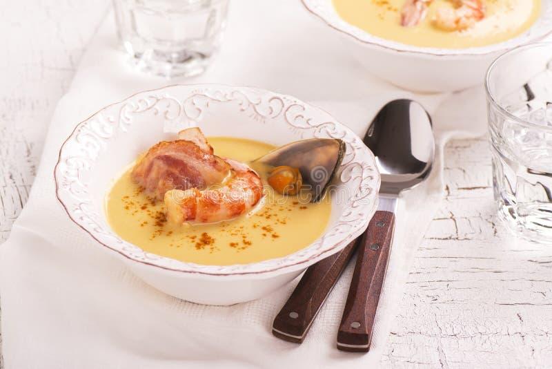 De heerlijke soep van de roomvissoep stock fotografie