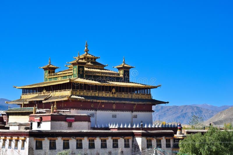 De heilige gouden tempel in Klooster Samye stock fotografie
