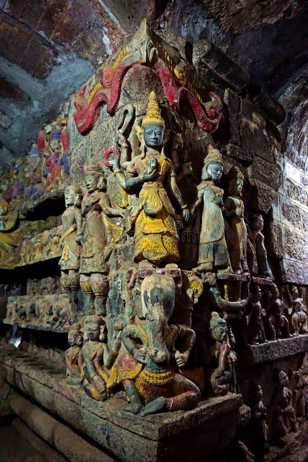 de heilige hulp van de beschermergeest binnen Shitthaung-Tempel in Mrauk-U, Myanmar royalty-vrije stock fotografie