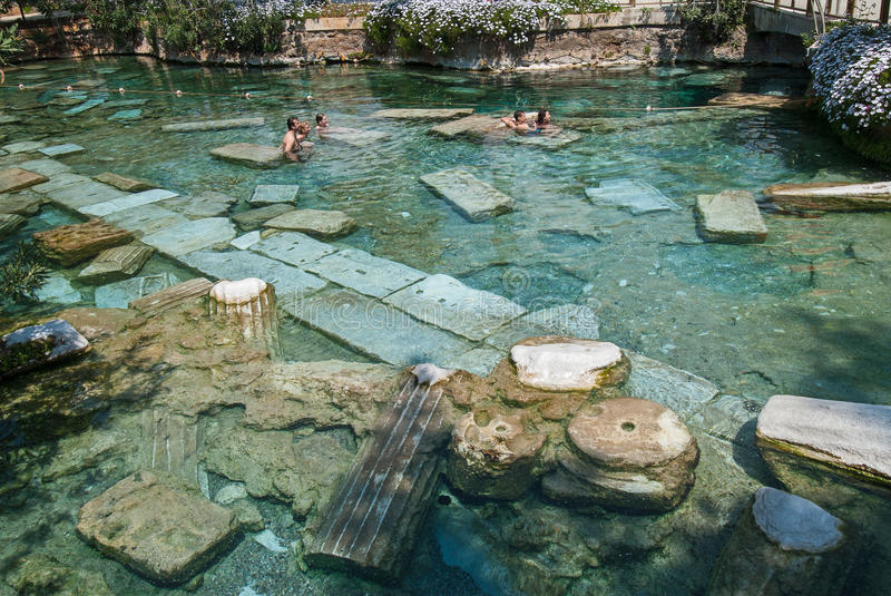 De Heilige Pool In Pamukkale Turkije Redactionele