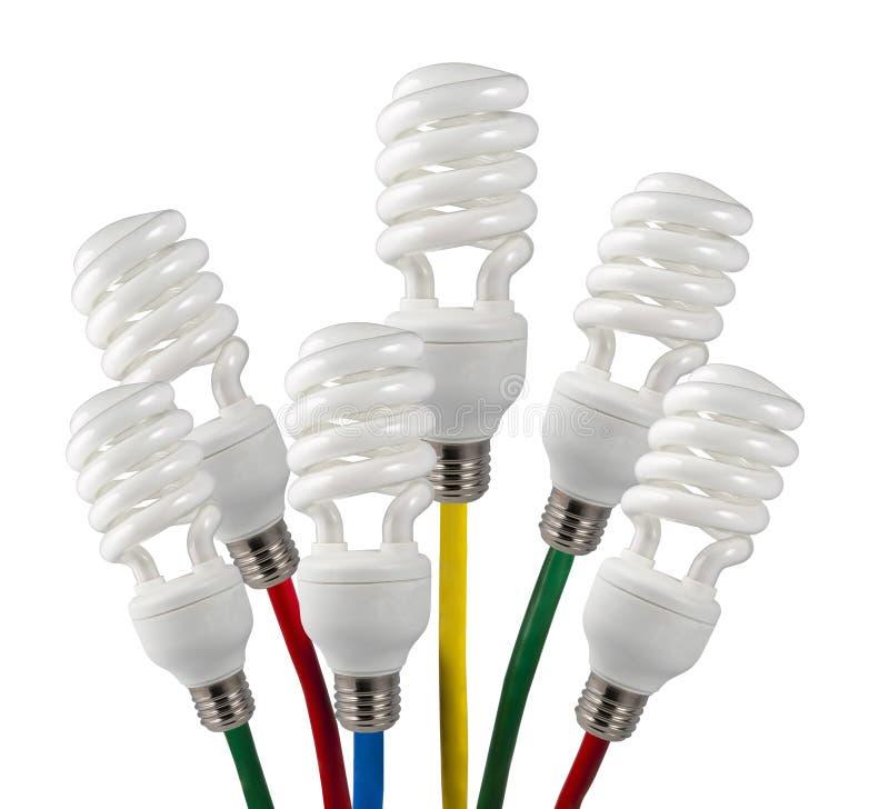 De heldere Gloeilampen van Ideeën met gekleurde kabels stock foto's