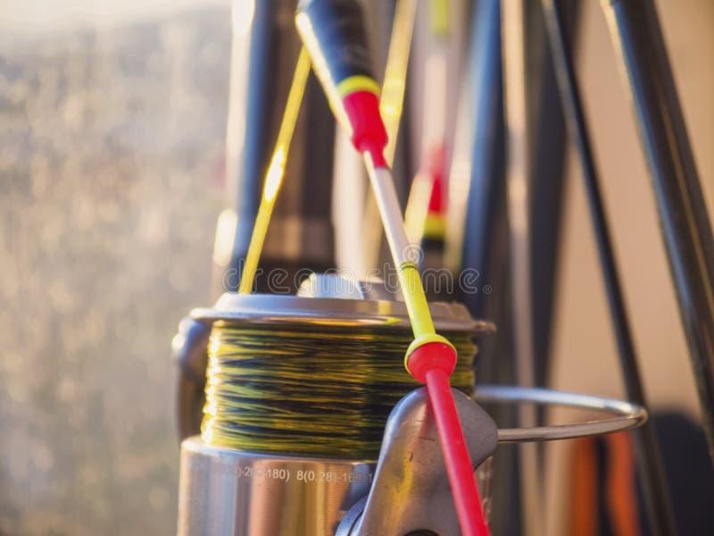 De heldere vlotter, hengel en close-up van de visserijspoel royalty-vrije stock foto