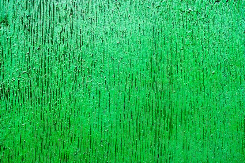De heldergroene verzadigde hulptextuur schilderde prachtig met houten verf met verticale strepen, barsten, mooi patroon royalty-vrije stock foto's