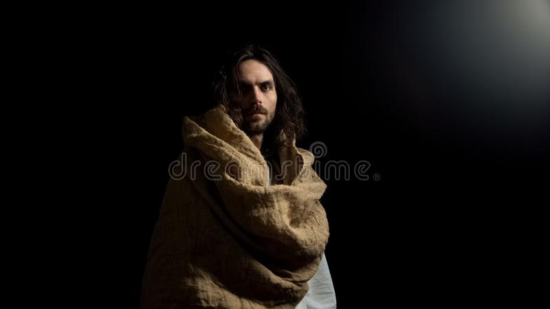 De helderziende die van heilige in robe camera, het rechtschapen leven, Christelijk geloof onderzoeken royalty-vrije stock foto's