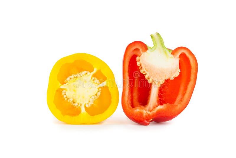 De helft gele en rode groene paprika's royalty-vrije stock fotografie