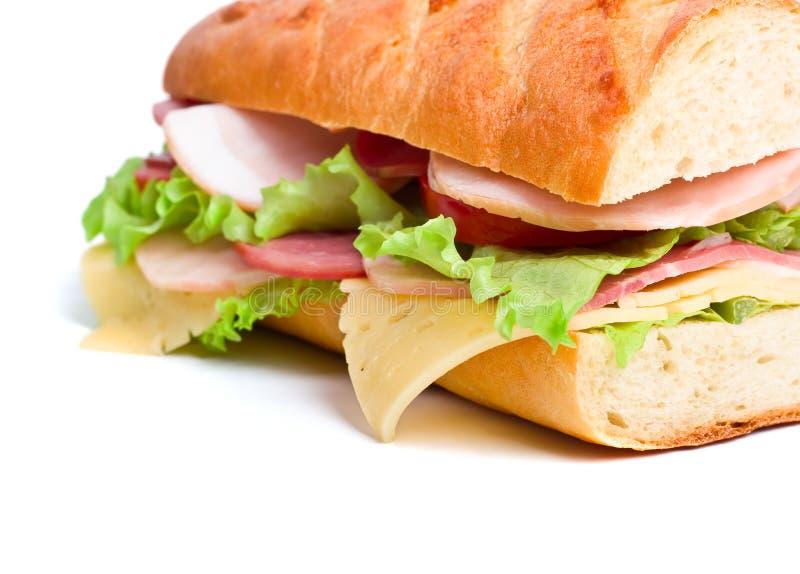 De helft van lange baguettesandwich royalty-vrije stock afbeelding