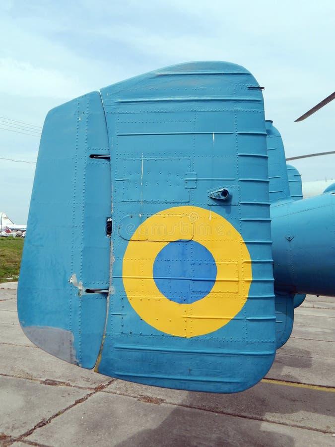De helikopters zijn bij burgerlijk en militair stock afbeeldingen