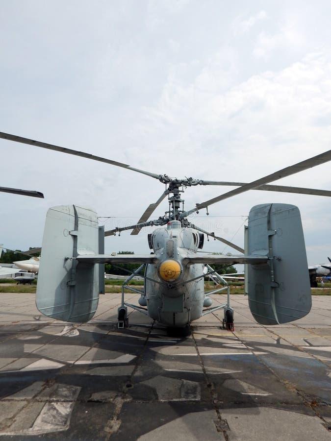 De helikopters zijn bij burgerlijk en militair stock fotografie