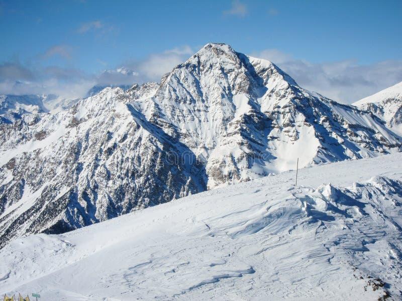 De helling van alpen stock afbeelding