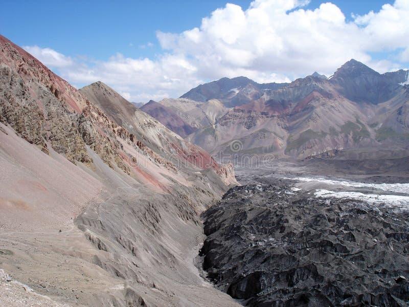 De hellingen van de bergen van Azië royalty-vrije stock fotografie