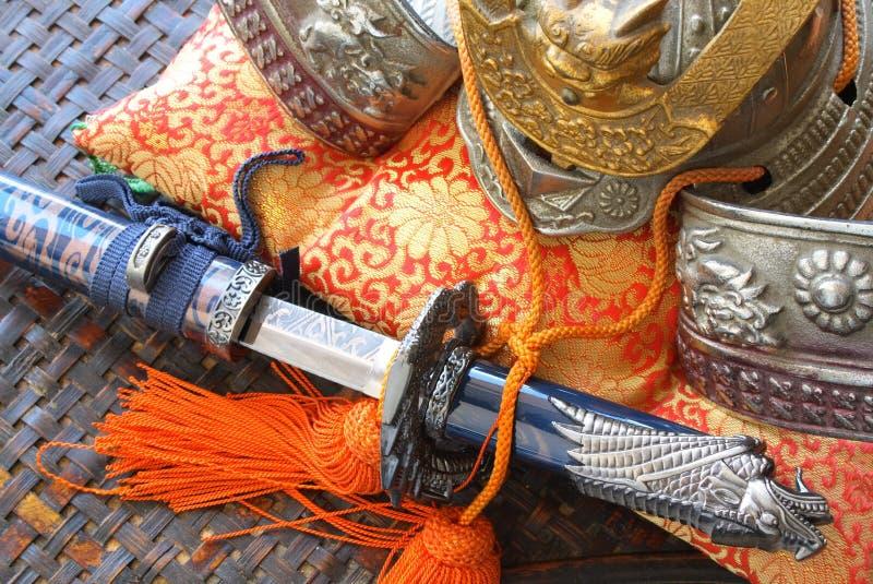 De helm en het zwaard van samoeraien royalty-vrije stock afbeelding