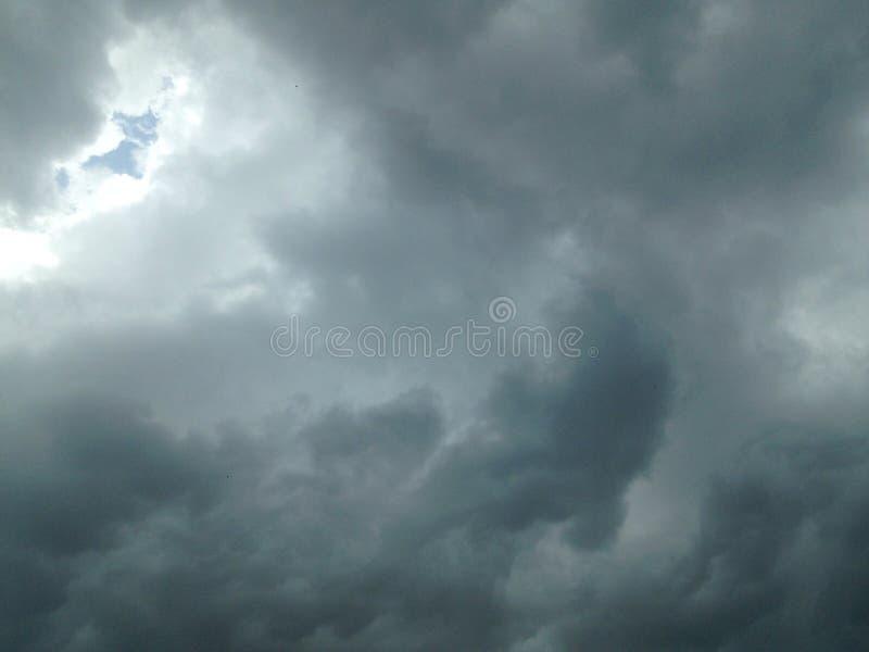De hemel alvorens te regenen stock afbeeldingen