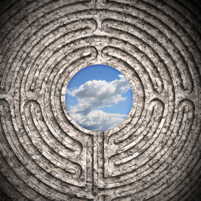De hemel door een labyrint wordt gezien sneed in steen die royalty-vrije stock foto