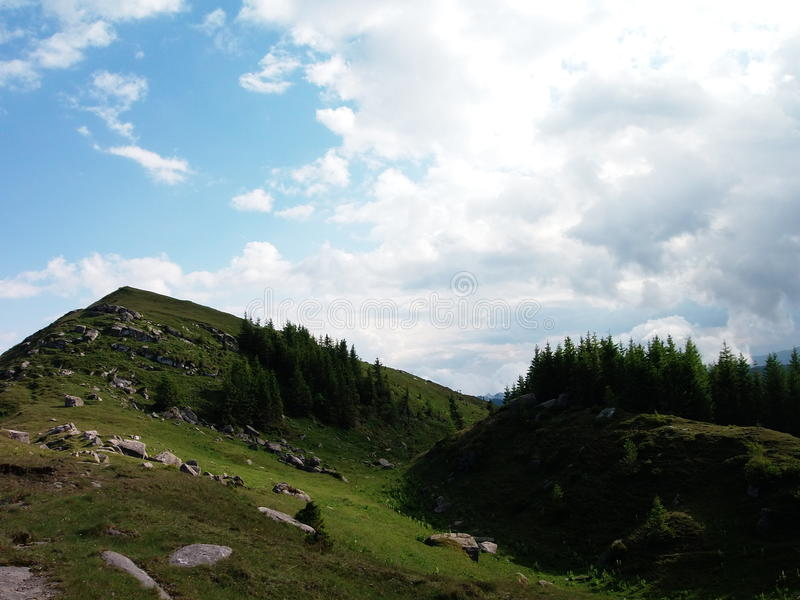 de hemel en de berg stock afbeeldingen
