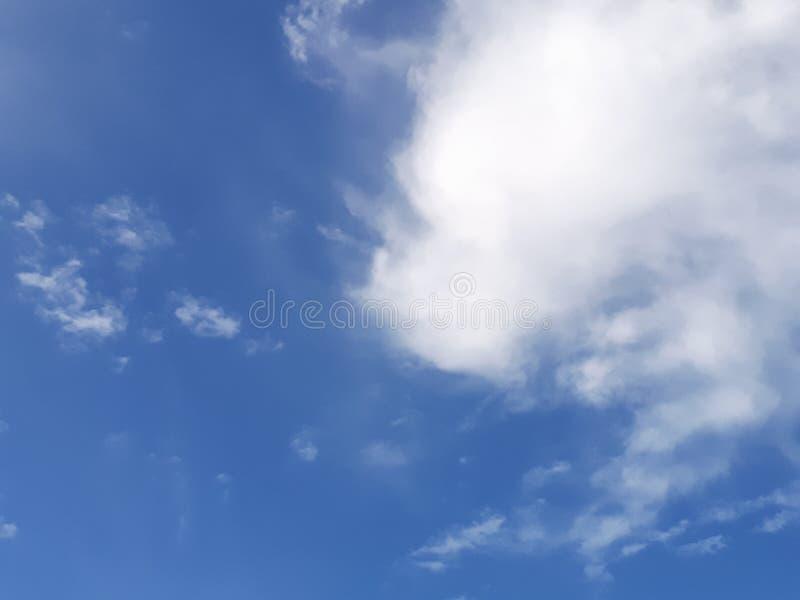 De hemel is helder op de blauwe hemel stock foto's