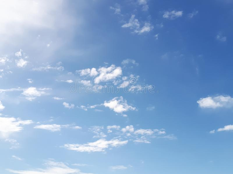 De hemel is helder op de blauwe hemel stock foto