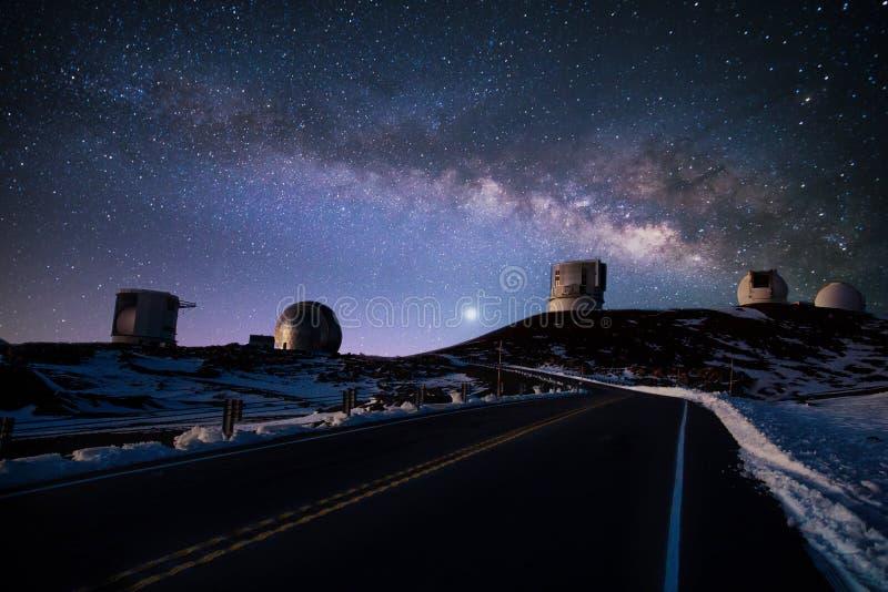 De hemel van de nacht in de winter stock afbeelding