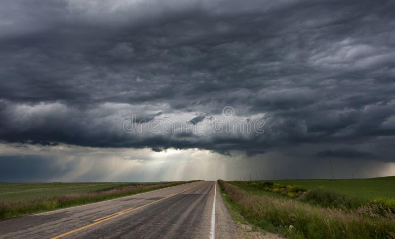 De Hemel van de onweerswolkenprairie stock foto's