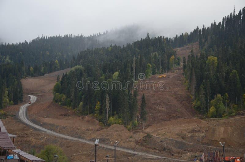 De herfst in de bergen is een grote tijd wanneer het nog warm en mooi is stock afbeelding