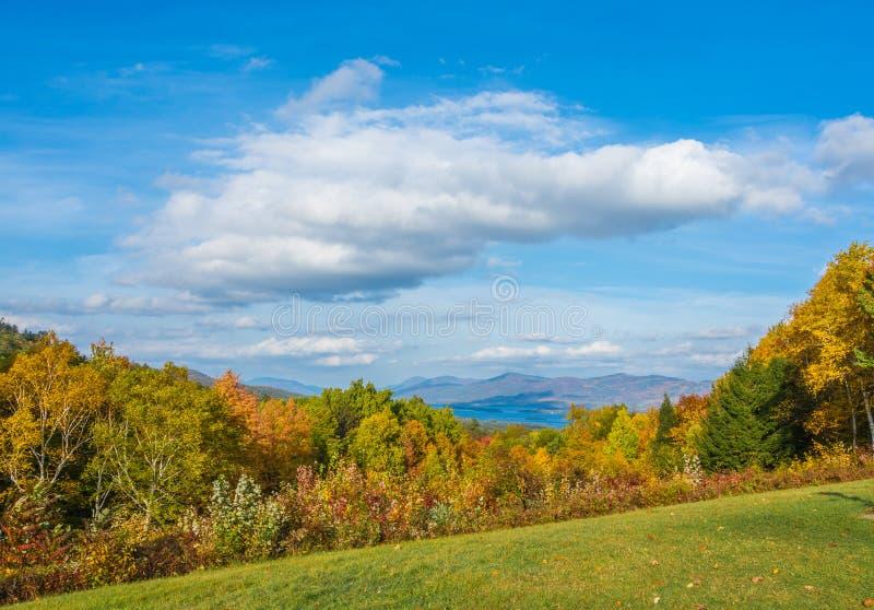 De herfst bij het meer royalty-vrije stock foto's