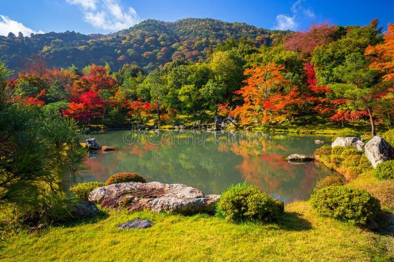 De herfst bij zentuin in Arashiyama, Japan royalty-vrije stock afbeeldingen