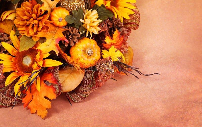De herfst of Dankzeggingsboeket over beige stock afbeeldingen