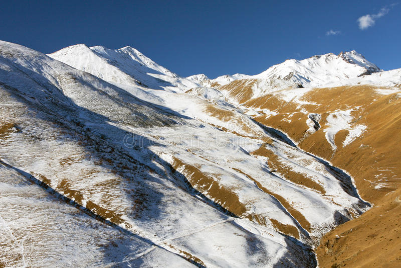 De herfst in de bergen van Azië royalty-vrije stock foto's