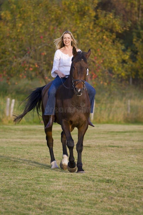 In de herfst het berijden royalty-vrije stock foto's
