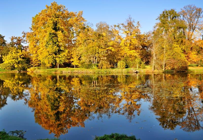 De herfst in het Park van Lednice Chateau royalty-vrije stock afbeeldingen