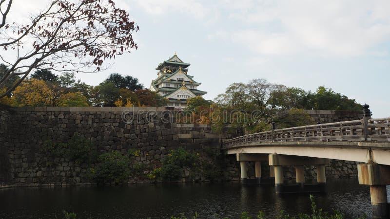 De herfst in Japan de kleurenverandering Osaka Castle royalty-vrije stock foto