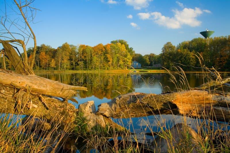 De herfst in landelijke plaats stock afbeelding