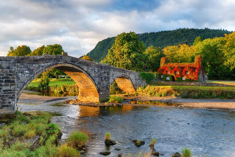 De herfst in Llanrwst in Wales stock afbeeldingen
