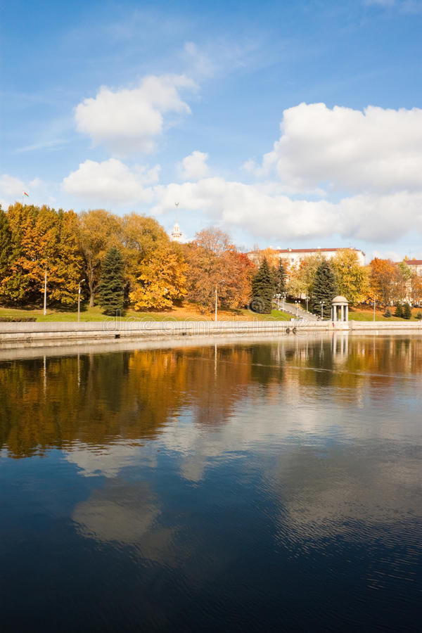 De herfst in Minsk stock afbeeldingen