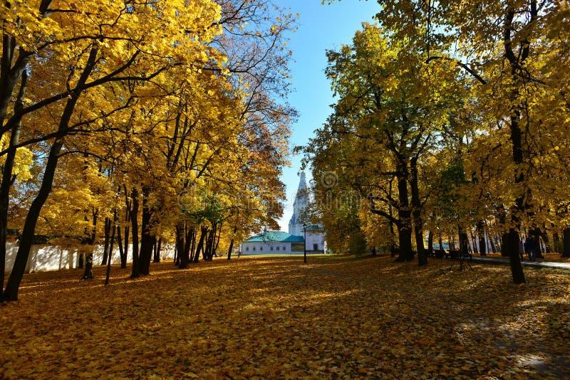 De herfst in oktober royalty-vrije stock afbeeldingen
