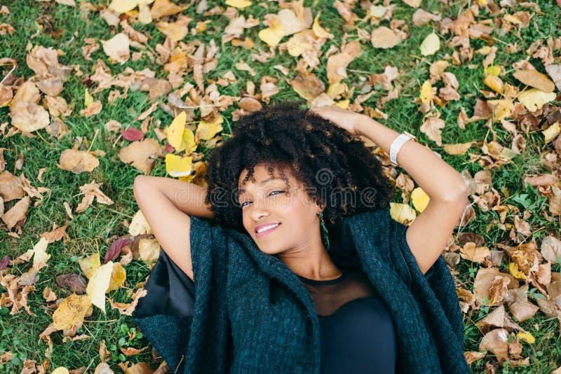De herfst ontspant en geluk royalty-vrije stock afbeeldingen