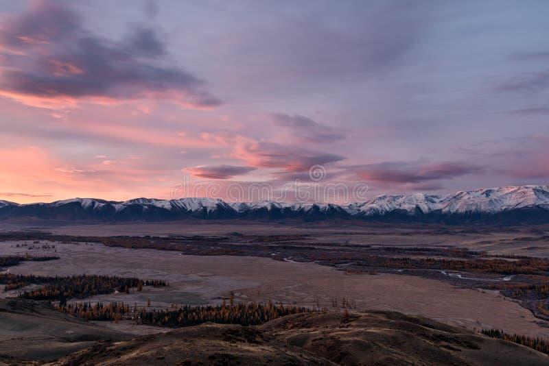 De herfst van de de zonsopgangvallei van bergenwolken royalty-vrije stock afbeelding