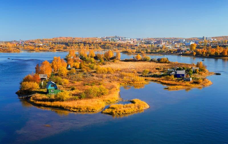 De herfst zonnig eiland stock foto
