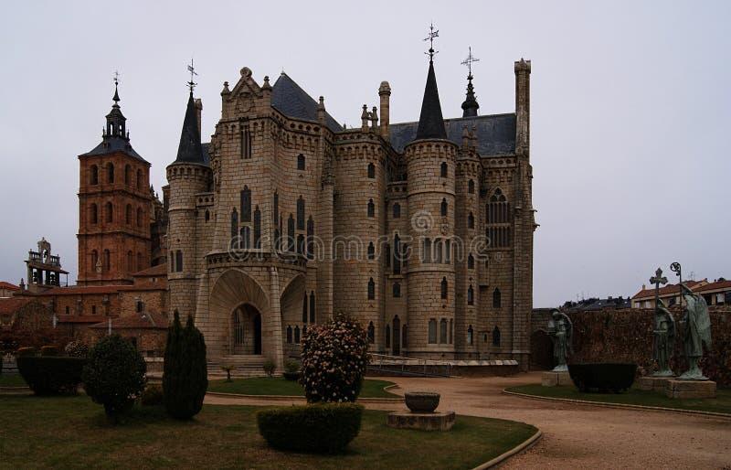 De herfstavond en het paleis van de abt in Astorga stock foto's