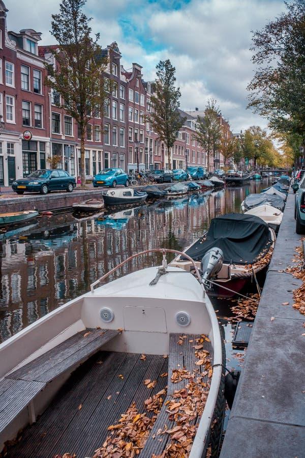 De herfstdag in het Mooie Deel van Amsterdam geroepen Jordaan royalty-vrije stock foto