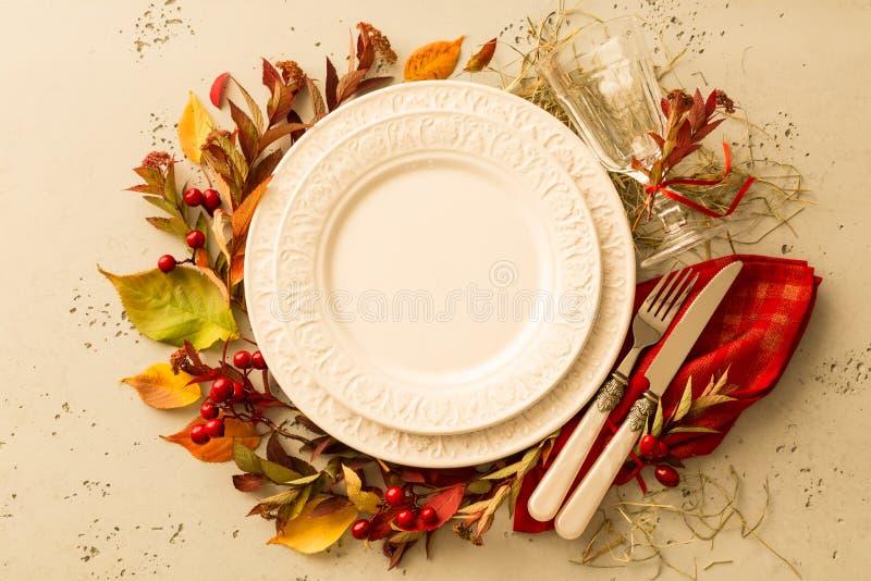 De herfstdaling of het plaatsende ontwerp van de dankzeggingslijst stock foto