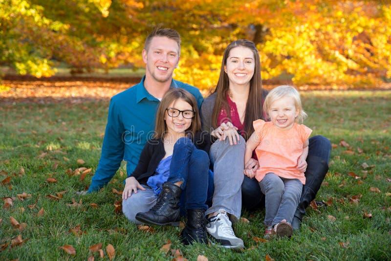 De herfstfamilie stock foto