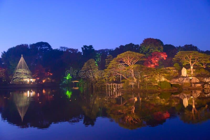 Download De Herfstgebladerte In Rikugien-Tuin, Komagome, Tokyo Stock Foto - Afbeelding bestaande uit esdoorn, gebladerte: 54078634