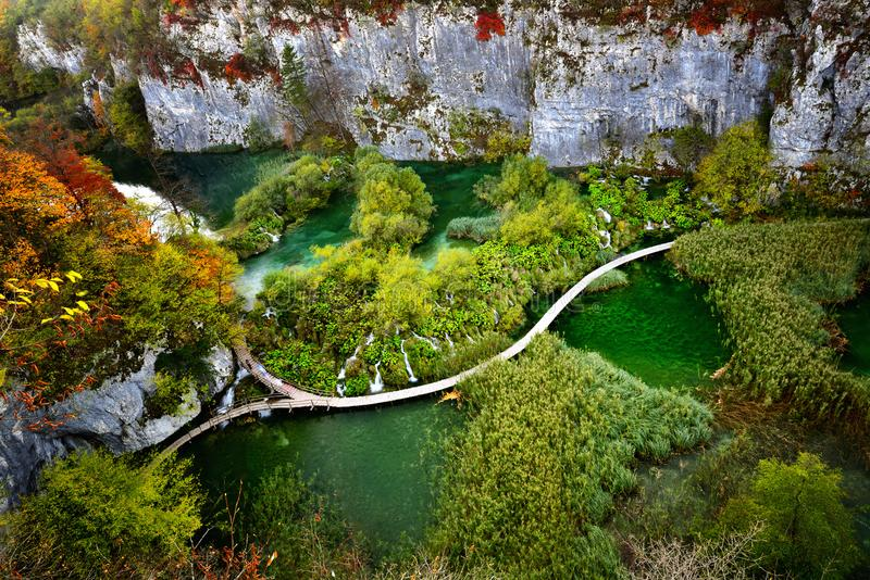De herfstlandschap in Plitvice-Meren Nationaal Park, Croatia‎ stock afbeelding