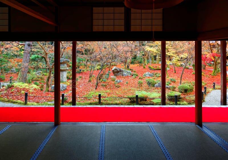 De herfstlandschap van een mooie Japanse Tuin in Kyoto Japan royalty-vrije stock afbeeldingen