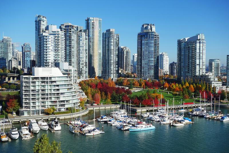 De herfstlandschap van valse kreek in Vancouver de stad in stock foto