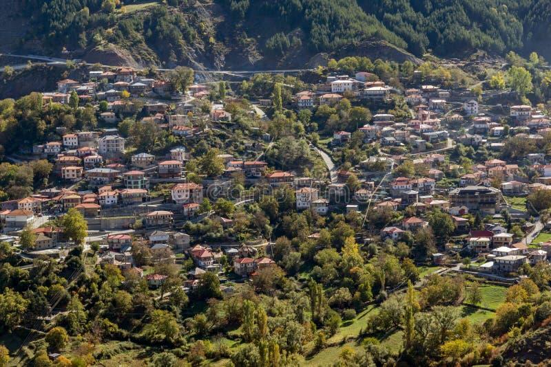 De herfstmening van dorp van Anilio dichtbij stad van Ioannina, Epirus-Gebied, Griekenland royalty-vrije stock foto's