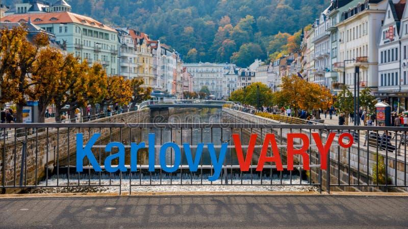 De de herfstmening van oude stad van Karlovy varieert Carlsbad, Tsjechische Republ royalty-vrije stock foto