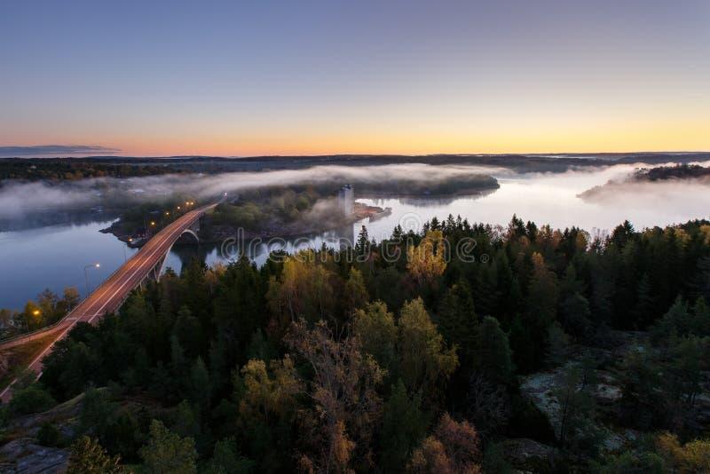 De herfstochtend op de rivier royalty-vrije stock foto