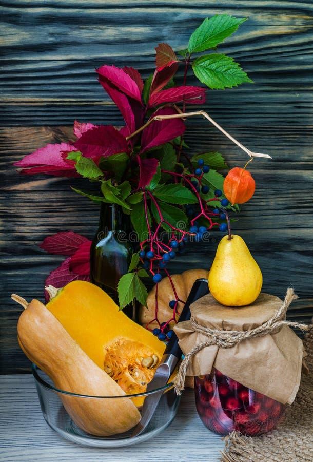 De herfststilleven met vruchten en groenten stock fotografie